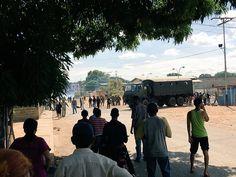 """Continúan saqueos y protestas por falta de alimentos en el país -  La Guardia Nacional Bolivariana (GNB) reprimió este sábado saqueos en la localidad de Calabozo, en el céntrico estado Guárico, con """"gases y perdigones"""", aseguró el diputado opositor en esa entidad, Carlos Prosperi. """"He estado hablando con la gente de Calabozo y la situación es ... - https://notiespartano.com/2018/01/14/continuan-saqueos-protestas-falta-alimentos-pais/"""