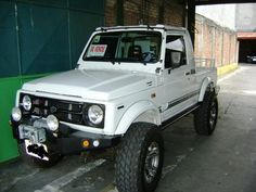 white suzuki samurai pick up