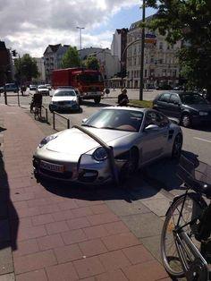 Dank Parkplatznot können Hamburger ihre Autos passgenau abstellen.