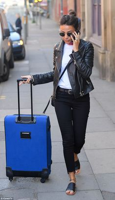 Michelle Keegan prepares to head home to her husband Mark Wright - Womens Outerwear Day Out Outfit, Smart Outfit, All Black Outfit, Family Outfits, Casual Outfits, Fashion Outfits, Travel Outfits, Michelle Keegan Hair, Black Dungarees