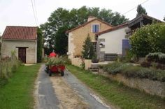 Farmhouse for sale in Bergerac, France : Pretty Five bedroom Farm House - recently renovated.  20 mins from Bergerac airport!