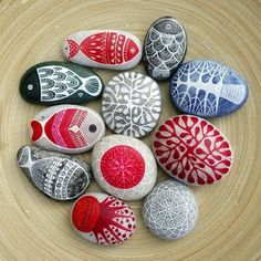 Stone Crafts, Rock Crafts, Diy And Crafts, Crafts For Kids, Arts And Crafts, Pebble Painting, Pebble Art, Stone Painting, Rock Painting Designs