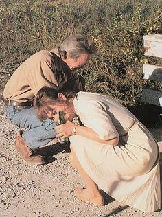 """Clint Eastwood and Meryl Streep having fun on the set of """"The Bridges of Madison County"""" (1995) Clint Eastwood Quotes, Scott Eastwood, Meryl Streep, Barack Obama, Cinema, Inspirational Movies, Actors Male, Madison County, Diane Keaton"""