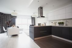 Linear Matt & Gloss - Shown here in Gloss Anthracite & Gloss Ice White   http://www.symphony-group.co.uk/products/kitchens