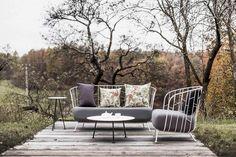 Milánský design week na Křivoklátě Outdoor Sofa, Outdoor Furniture Sets, Outdoor Decor, Banquette 2 Places, Table Haute, Petites Tables, Home Decor, Am Pm, Bbc