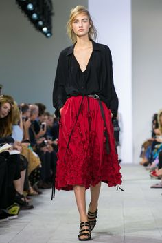 Three-dimensional poppies on full washed-silk skirts at the Michael Kors spring/summer 2016 show during New York Fashion Week (Photo: Nowfashion.com)
