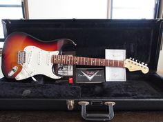 細かい傷などはありますが、全体的に綺麗なギターです。