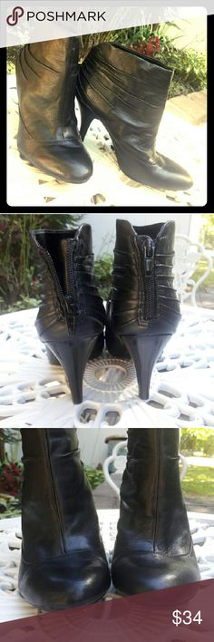 """Like New Leather Booties by Nine West These black leather booties are almost perfect. They show no signs of wear.   ⚫ Leather upper  ⚫ Rubber sole  ⚫ 1/4"""" platform  ⚫ 3"""" heel ⚫ Super comfy ⚫ Amazing soft leather  ⚫ Pristine condition   😀🔴😀You will not be disappointed!!!😀🔴😀 Nine West Shoes Ankle Boots & Booties"""
