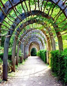 Beautiful wood trellis lining the pathway at Les Jardins de Marqueyssac in Dordogne, France. Garden Arbor, Garden Trellis, Garden Gates, Garden Landscaping, Wood Trellis, Country Life Magazine, Laurel, Garden Arches, Backyard Pergola