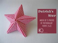 Time passes and we prepare slowly for Christmas again. Christmas Origami, Christmas Paper, Christmas Deco, Christmas Crafts, Christmas Stars, Christmas Ornaments, Diy Origami, Kirigami, Diy Paper