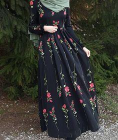 Elegant look ✨ Hijab Style Dress, Modest Fashion Hijab, Abaya Fashion, Fashion Dresses, Hijab Outfit, Women's Fashion, Fashion Trends, Muslim Women Fashion, Islamic Fashion