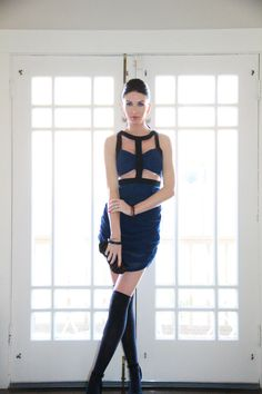 Cut-out dress in midnight blue!