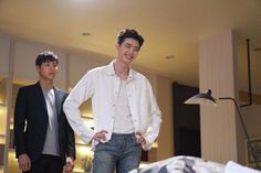 Lee Tae Hwan and Lee Jong Suk in drama, W, Two Worlds Han Hyo Joo Lee Jong Suk, Lee Tae Hwan, Lee Jong Suk Cute, Lee Jung Suk, The Moon Is Beautiful, W Two Worlds, Second World, Korean Actors, Korean Dramas