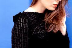 Robe BARBARA, en velours de soie noire, de Lyon, manches longues, col bateau, robe romantique, boheme chic feminine, sensuelle  Styliste modéliste: Agathe Paris http://www.agathe-paris.com/ Photographe: Emmanuelle Sits: http://www.emmanuellesits.com/ Modèle: Anais Launay