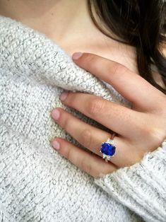 Natural Diamond Engagement Ring Set White Gold Flower Rings Diamond Engagement Ring with Matching Band - Fine Jewelry Ideas Big Diamond Rings, Gold Rings, Big Engagement Rings, Sapphire Engagement Rings, Ring Verlobung, Bridal Rings, Blue Wedding Rings, Wedding Bells, Beautiful Rings