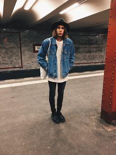 Richy Koll - Dr. Martens Oxfords, Adidas Socks, Cheap Monday Jeans, H&M Sweatshirt, Oversize Jeansjacket, Jutebeutel, Urban Outfitters Hat -