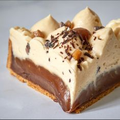 Tarte Caramel, Caramel Tart, Mini Desserts, Delicious Desserts, Dessert Recipes, Cake Factory, Fruit Tart, Love Eat, Macaroons