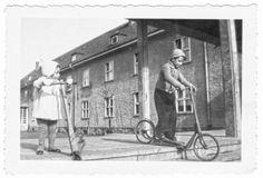 Ballieth, воздушного сообщения казармы, дети играют (Дитер Кнопп с сестрой Ева)