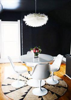 black walls // so pretty and makes the room look surprisingly big