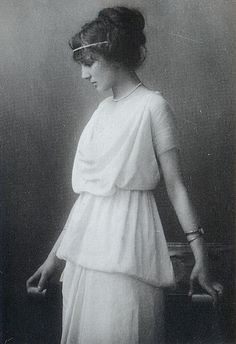 Grecian-style dress, 1914. Edith's dress but more detailed to make it a ball gown. See Olivia Wilde's neckline