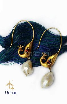 Flying Fish - Udaan Pinned by Sujayita Antique Jewellery Designs, Antique Jewelry, Jewelry Design, India Jewelry, Pearl Jewelry, Silver Jewelry, Trendy Jewelry, Fashion Jewelry, Indian Wedding Jewelry