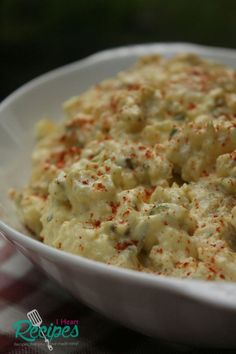 How to make southern soul food style potato salad with eggs, relish, green onion, and celery! Good old fashioned southern potato salad. Sounds good right? Well I figure I'd get on here and sh… salad Southern Style Potato Salad Recipe Potato Salad Recipe Easy, Potato Salad With Egg, Southern Thanksgiving Recipes, Southern Recipes, Southern Quotes, Southern Style Potato Salad, I Heart Recipes, Salad Recipes Video, Food Videos