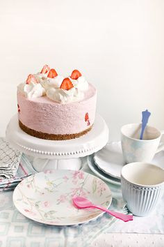 Receta tarta de fresas y nata Drip Cakes, Sweet Life, Flan, Vanilla Cake, Sweet Recipes, Food Photography, Sweet Treats, Cupcakes, Yummy Food