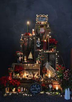 Wall Christmas Tree, Christmas Photo Booth, Christmas Backdrops, Christmas Door Decorations, Magical Christmas, Christmas Mood, Modern Christmas, Christmas Photos, Simple Christmas