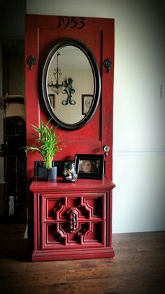 diy muebles Diy Furniture : DIY Hall tree An old door from my grandmothers house and add an old table f Old Furniture, Refurbished Furniture, Repurposed Furniture, Furniture Projects, Furniture Plans, Furniture Makeover, Painted Furniture, Repurposed Doors, Rustic Furniture