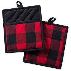 Update your kitchen style with the rustic designed Buffalo Check Pot Holders from Design Imports. This set of 2 feature an insulated and heat resistant construction that helps to protect your hands against hot pots, pans and dishes. Kitchen Linens Sets, Kitchen Collection, Buffalo Check, Buffalo Print, Black And Navy, Red Black, Good Grips, Dish Towels, Buffalo Plaid