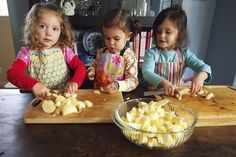 How to Make Applesauce With Preschoolers
