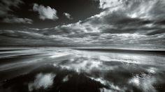 https://flic.kr/p/JFswxT | Karekare | Black and white from the beautiful karekare Beach, West Coast, New Zealand