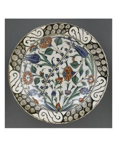 Plat à la grande branche d'églantine - Musée national de la Renaissance (Ecouen)