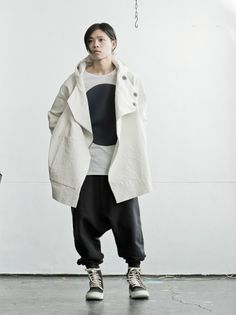 JACKET : toogood / INNER : bassike /PANTS : ROOMS by LOST & FOUND / SHOES : masnada