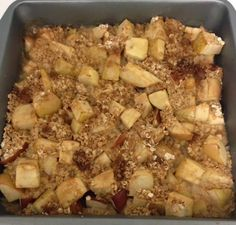 At my Weight Watchers meeting yesterday, my leader told me about a low point apple crisp and I couldn't resist making it today. I love apple crisp, I don't have it often or really at all, because it c Weight Watcher Desserts, Weight Watchers Menu, Weight Watcher Dinners, Ww Recipes, Light Recipes, Cooking Recipes, Healthy Recipes, Healthy Foods, Healthy Desserts