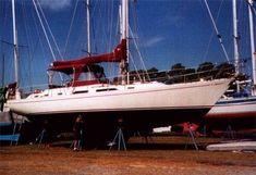 10 Best center-Cockpit sailboats