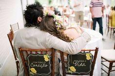 Ideias para decorar as cadeiras dos noivos!