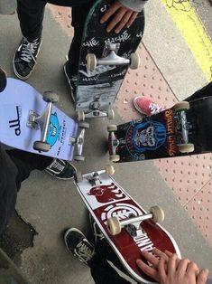 The widest variety of the latest skate board dress in supply now. Skateboard Deck Art, Skateboard Design, Skateboard Girl, Skateboard Images, Surfboard Art, Skate Wallpaper, Skate Logo, Spitfire Skate, Skate Maloley