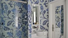 bathroom with bissaza, white thasos marble in bathroom, bissaza blue flowers