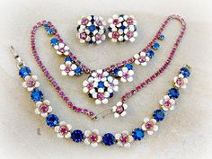 Vintage Flower Necklace Bracelet Earring Set by ToadSuckTreasures, $75.00 #EcoChic #vintage #jewelry #Fashion #etsyretwt