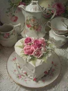 Wouldn't it be nice to sit down to afternoon tea with pretty cakes & cookies? === Pink and refined Pretty Cakes, Beautiful Cakes, Amazing Cakes, Fancy Cakes, Mini Cakes, Cupcake Cakes, Cookies Et Biscuits, Cake Cookies, Fake Cake