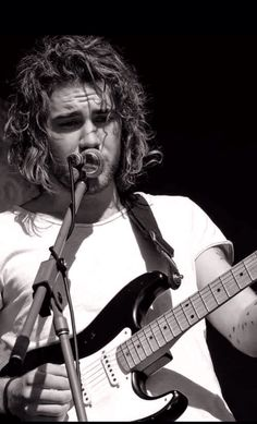 Matt Corby. Amazing musician + Ruggedly handsome = yes please. Perfection.