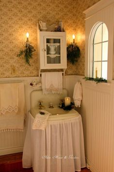 Probably a second bathroom.love the vintage feel.Aiken House & Garden's bath at Christmas(Butter Yellow Bathroom) Yellow Bathrooms, Retro Bathrooms, Romantic Homes, Romantic Cottage, Bathroom Colors, Bathroom Layout, Cottage Interiors, Beautiful Bathrooms, Home Staging