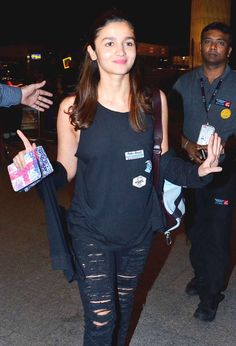 Alia Bhatt at Mumbai airport. #Bollywood #Fashion #Style #Beauty #Hot