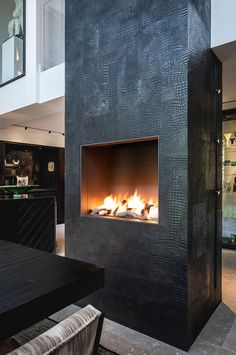 Renovation townhouse, design and realization by the architects and stylists of Kabaz. House, Home Fireplace, Livingroom Layout, Living Room Sets Furniture, Industrial Livingroom, Fireplace Design, New Homes, Modern Fireplace, Luxury Interior