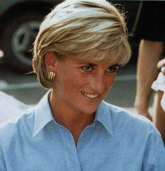 Diana, Princess of Wales Royal Princess, Princess Of Wales, Diana Haircut, Haircut Bob, Short Hair Cuts, Short Hair Styles, Princess Diana Pictures, Diane, Lady Diana Spencer