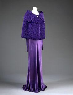Purple evening ensemble by Jeanne Lanvin, 1935 The Victoria & Albert Museum Jeanne Lanvin, Vintage Outfits, Vintage Gowns, Vintage Mode, Vintage Wardrobe, 1930s Fashion, Timeless Fashion, Vintage Fashion, Timeless Elegance