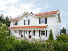Stjärnvik - Myresjohus.se Red Roof, White Houses, Home Fashion, Country Style, Villa, Mansions, House Styles, Homes, Future