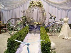 Cool 50+ Beautiful Cinderella Wedding Ideas https://weddmagz.com/50-beautiful-cinderella-wedding-ideas/