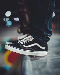 Classic & Old Skool. Vans Skateboard, Old Skool, Skateboards, Skating, Style Fashion, Streetwear, Street Style, Classic